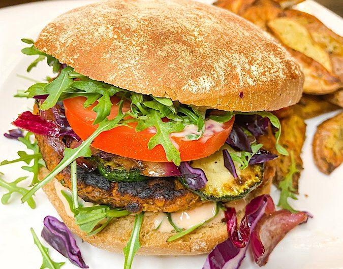 Schneller Burger mit Bohnen-Patty und beste Burgersauce