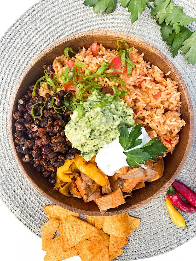Read more about the article Bunte Tex-Mex Burrito Bowl
