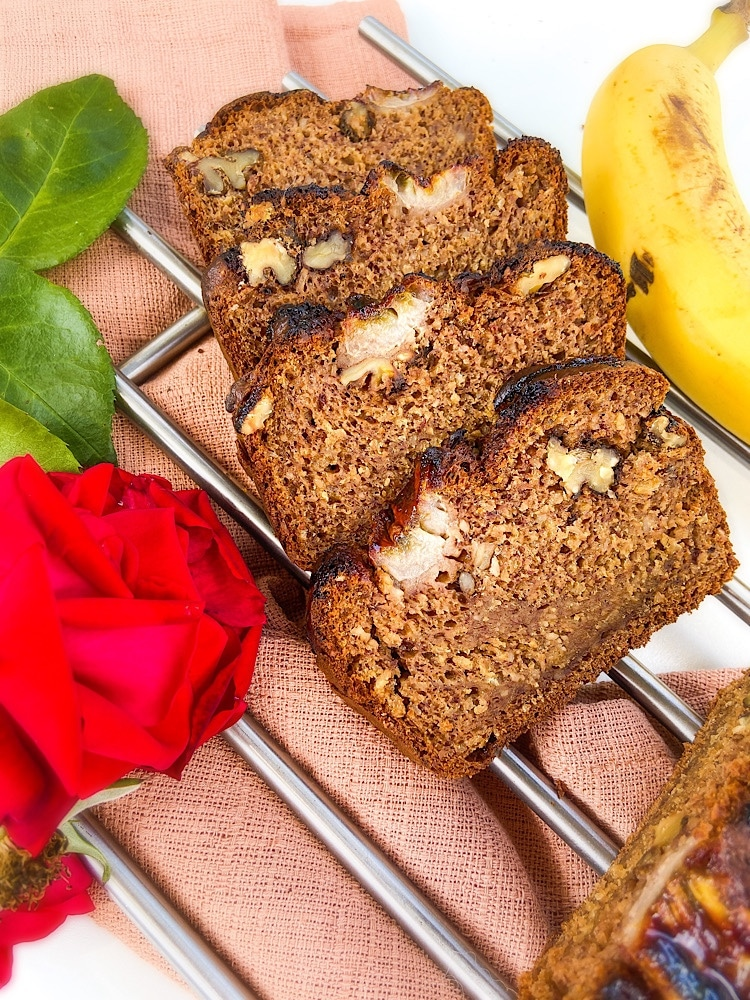 Read more about the article Saftiges Bananenbrot – einfach & vegan